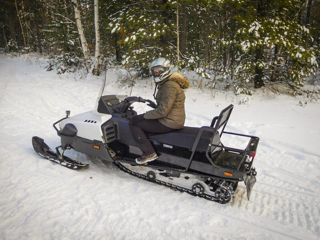 Sneeuwscooter in Listvjanka